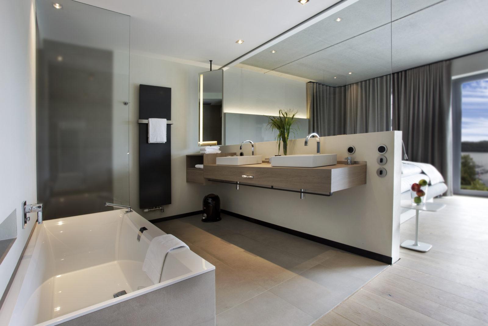 Badebereich mit Badewanne im Panorama Loft