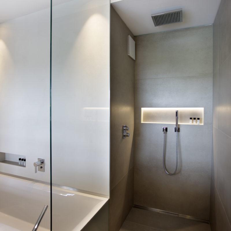 Walk-In Dusche im Luxus Loft Zimmer