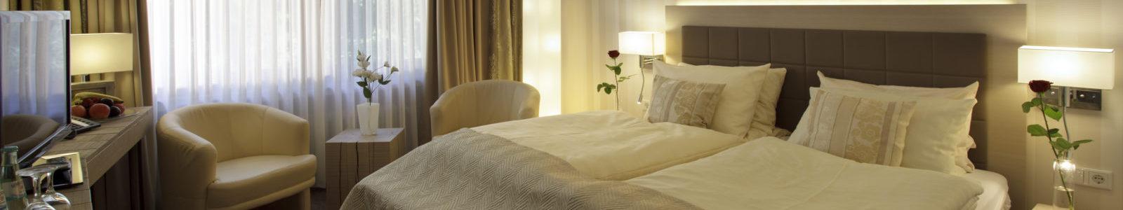 Zimmer mit Doppelbett im Stammhaus